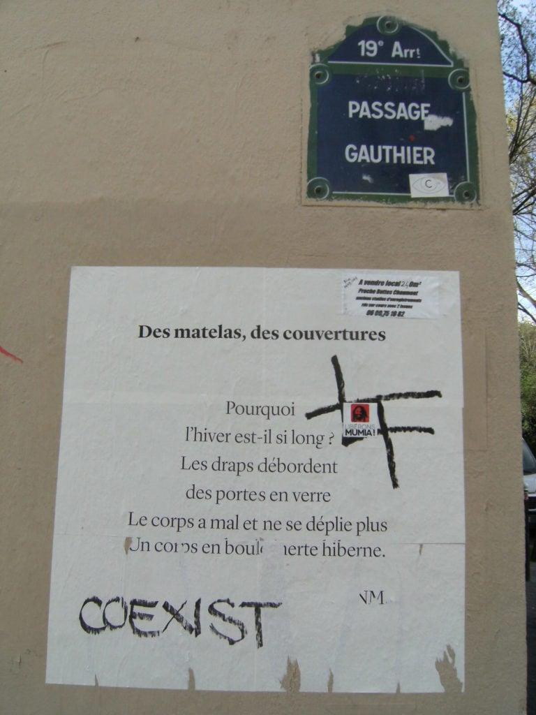 des matelas, des couvertures, poésie, nathalieman, street art, coexist