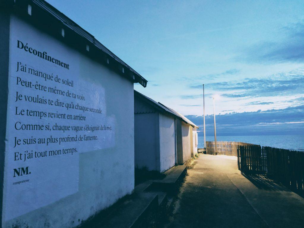 deconfinement nmpoetesse nathalieman poesie streetart carolles plage normandie