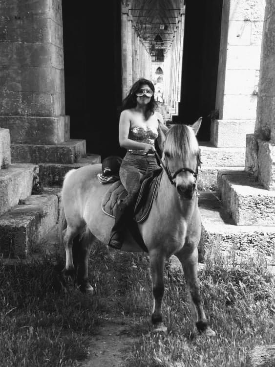 romanphoto nathalieman nmpoetesse amelieetjulien humour equitation cheval superheros amelieman